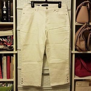 Beautiful White Nine West Jeans Capris Size 12